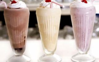 Коктейли из мороженого и молока