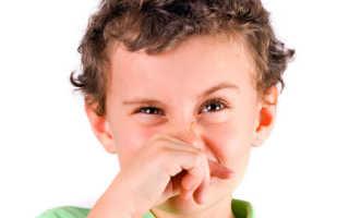 У ребенка из носа пошла кровь