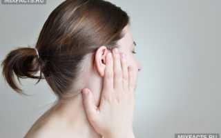 Болит и закладывает ухо что делать